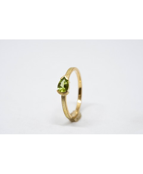 Goldring with Mesa Verde Peridot